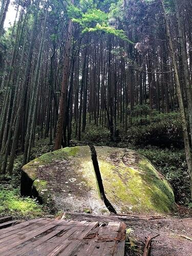 奈良県一刀石